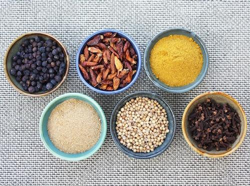 Torka orter och torka kryddor - ugnstorka, hängtorka, soltorka, lufttorka