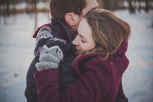 Vi behöver varma kramar och fysisk närhet för att må bra.