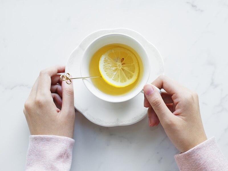 Så gör du gurkmeja och ingefära te