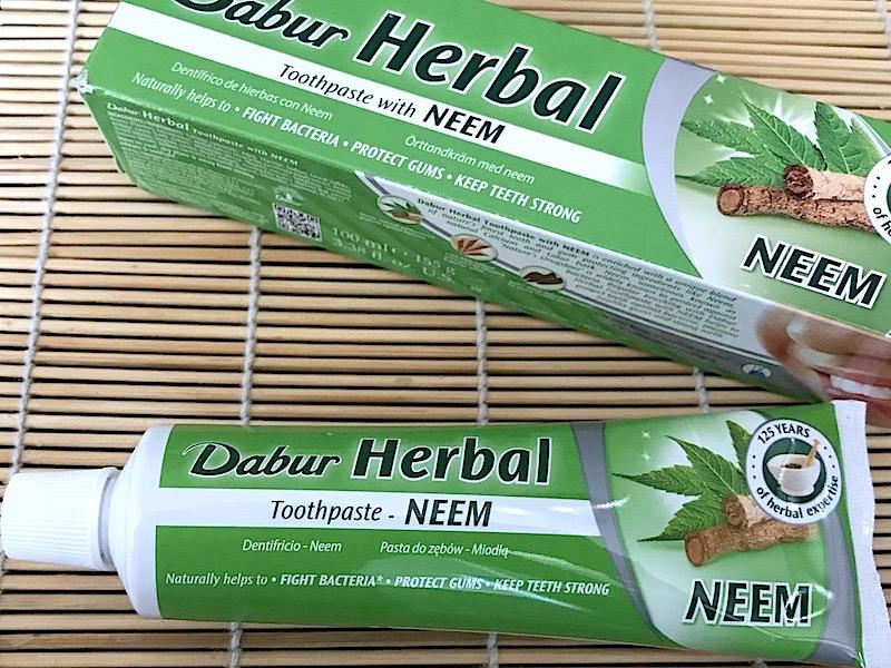 Ayurvedisk Tandkräm - Dabur Herbal Toothpaste with Neem