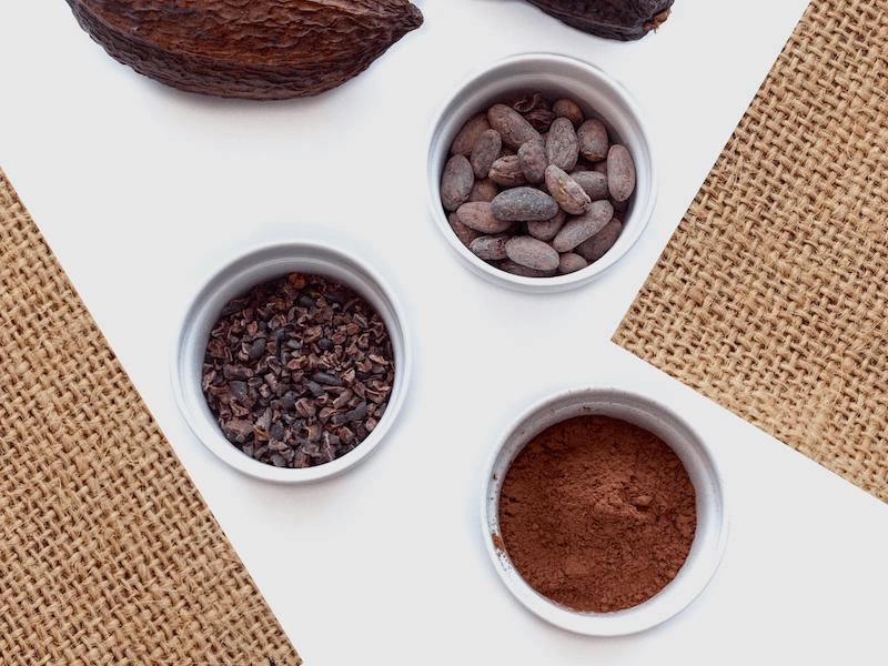 Skillnaden mellan raw kakao och raffinerad